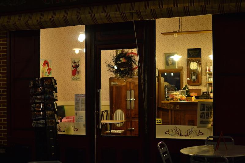 Visite insolite à Saint-Quentin Le café de la place