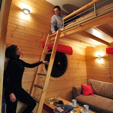 couple dans le carré étoiles pollux avec lit en mezzanine