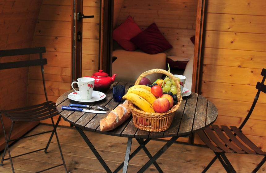 petit-dejeuner-devant-le-Pod---Maison-de-l-Omignon---Picardie---Vermand