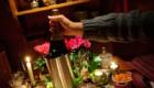decor-bougies-fleurs-bouteille-champagne