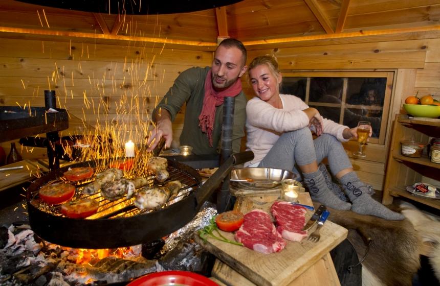 Les grillades dans le chalet grill finlandais