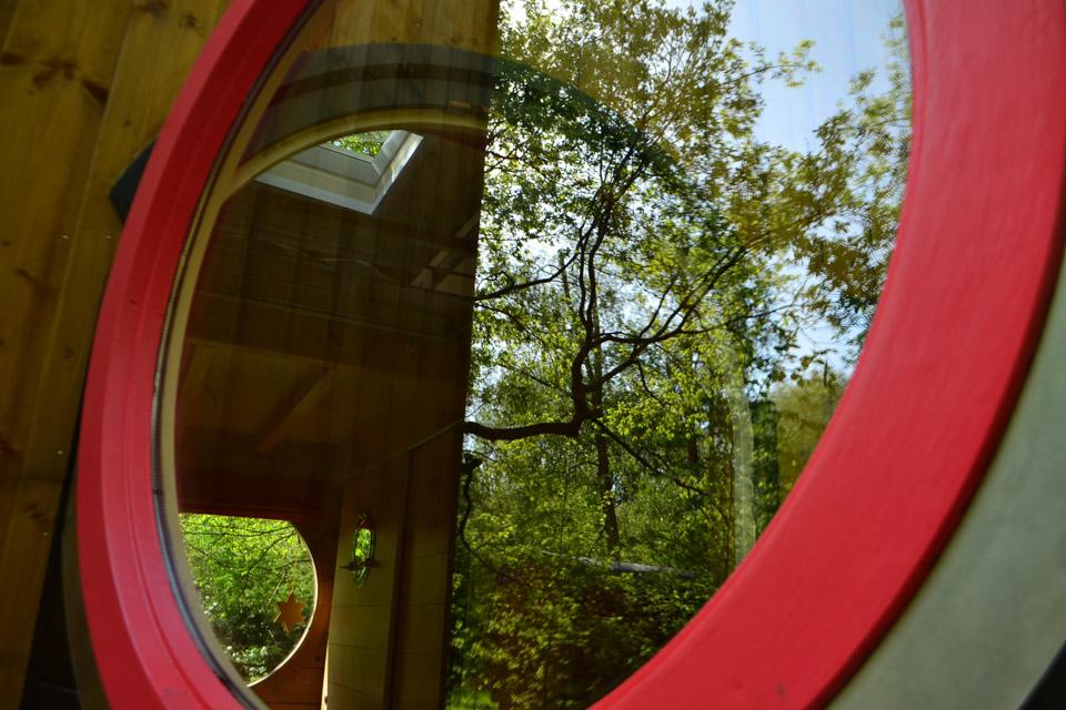la fenêtre ronde du carré étoiles avec sauna