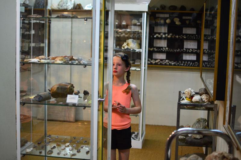 En train de visiter le musée du vermandois
