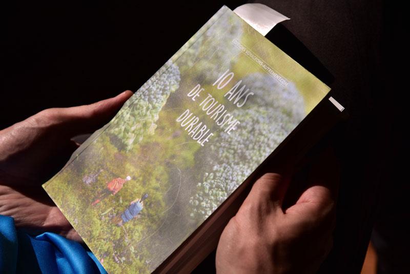 lire un livre de voyage