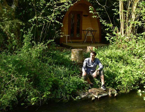 cabane-insolite-au-bord-de-l-eau