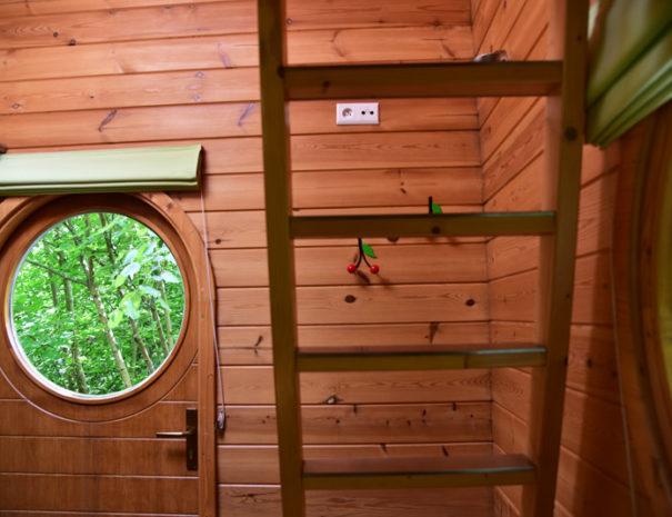 echelle-mezzanine-cabane-insolite